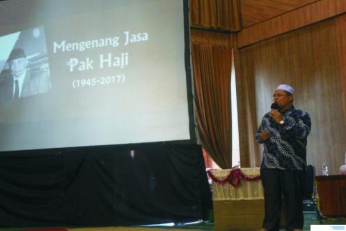H. Irwandi Nashir saat memberikan ceramah motivasi dan bedah buku biografi H. Bahar Yusuf Dt. Rajo Bukik, Kamis (11/03/2021) di Graha 165 Pesantren Terpadu Serambi Mekkah, Kota Padang Panjang. IST