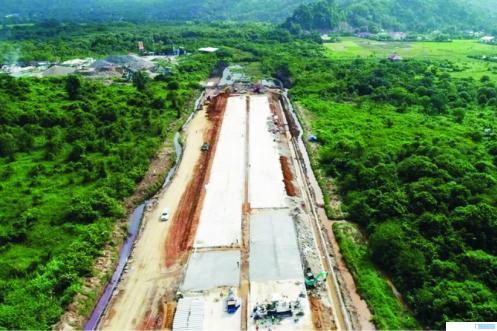 Proyek jalan tol Padang-Pekanbaru di pada ruas Padang-Sicincin. NET