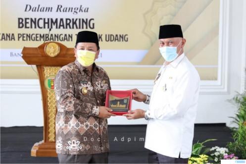 Gubernur Sumbar Mahyeldi Ansharullah bersama Gubernur Lampung Arinal Djunaidi, Jumat (11/06/2021) di Lampung. LAMPUNGPAGI.CO
