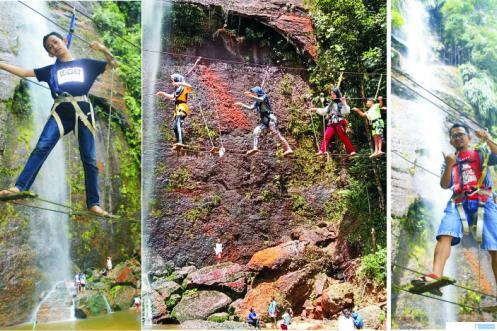Bermain dan uji nyali di Air Terjun Lembah Harau, Minggu (21/03/2021). IST