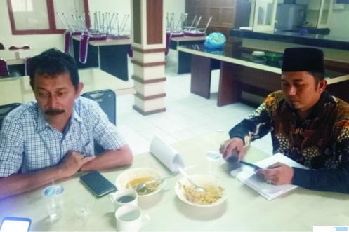 Dua anggota DPRD Kota Bukitinggi yang walkout saat RDP (hearing) masalah Pasar Atas Bukittinggi. JON