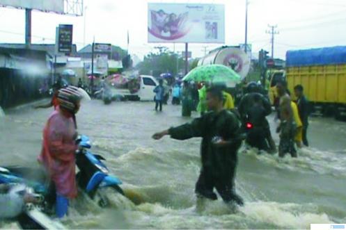 Salah satu titik di kawasan Lubeg Padang yang langganan banjir saat hujan deras. NET