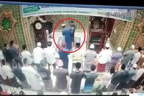 Imam Masjid Dipukul saat Shalat Subuh