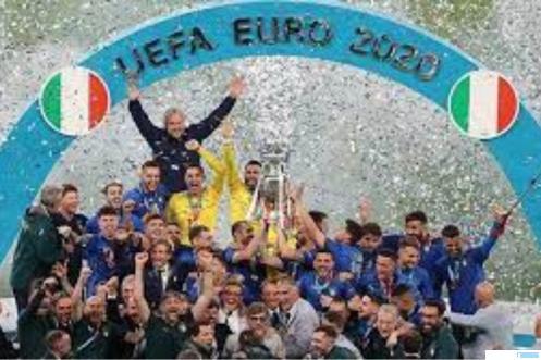 Para pemain dan pelatih Timnas Italia merayakan kemenangan mereka di ajang Euro 2020 setelah mengalahkan Timnas Inggris di laga final melalui pinalti yang berakhir 3-2. NET