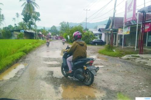 Kondisi jalan Balai Baru - Gunuang Sarik yang rusak parah, Sabtu (13/03/2021). ERZ