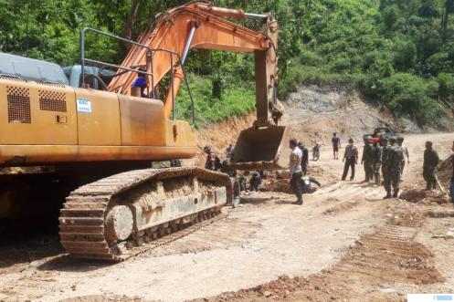 Dandim 0306/50 Kota Letkol. Ferry Lahe dan satgas TMMD 111 meninjau pengerjaan jalan tembus Talang Maur-Mahat, Jumat (02/07/2021). IST