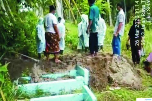 Proses pemakaman jenazah PDP. IST