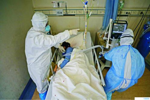 Ilustrasi penanganan pasien C0ovid-19. NET