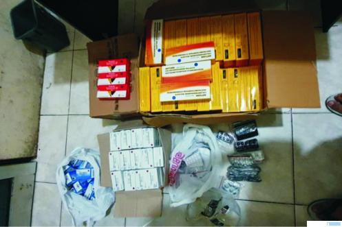Sejumlah obat yang diamankan dari salah satu apotek yang menjual obat aborsi ilegal di Kota Padang. Sebanyak enam orang ditahan polisi. Dua pemilik apotek dan empat lainnya ditangkap, karena terlibat aborsi ilegal. TNS
