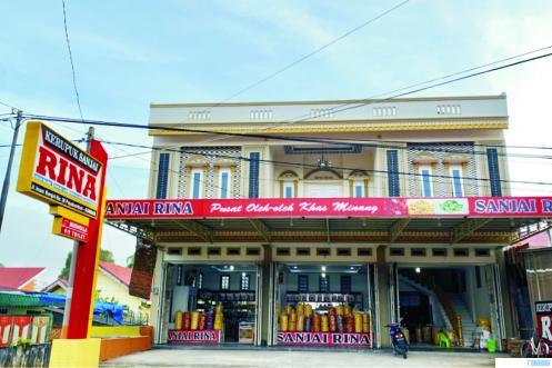 Gerai Usaha Sanjai Rina, di Jalan Imam Bonjol No. 39 Bulakan Balai Kandi, Koto Nan Ampek, Payakumbuh. NET