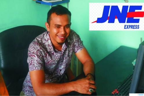 Ance Trisno, Kepala Cabang JNE Kota Payakumbuh.NITA