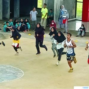 Kegiatan Bleep Test atlet Dharmasraya di GOR Basket di kawasan Sport Center Dharmasraya, Kamis (11/03/2021). DI