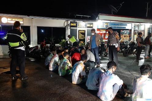 Puluhan pelajar yang diamankan di Polres Solok Kota, Sabtu (02/05/2020). JON