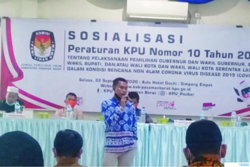 Ketua KPU Pasbar Alharis menyampaikan aturan pengumpulan massa di Pilkada, Selasa (23/09/2020). RIZAL