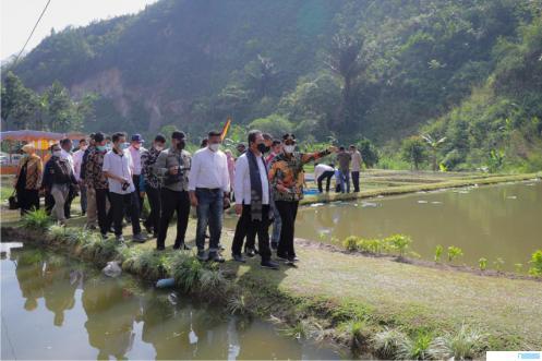 Kunjungan Menteri KKP Sakti Wahyu Trenggono dan rombongan ke Kampung Gurami Bima di Nagari Suliki, Kecamatan Suliki, didampingi Bupati Limapuluh Kota Safaruddin Dt Bandaro Rajo, Kamis (03/06/2021). IST