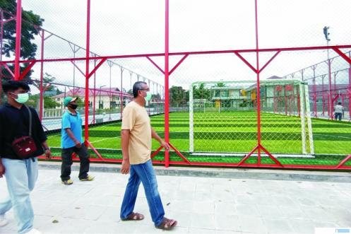 Walikota Riza Falepi meninjau Lapangan Olahraga Terbuka Payakumbuh Bugar di Kawasan Padang Kaduduak. Rencananya, mulai Selasa (01/12/2020) lapangan olahraga ini mulai dioperasikan. NITA