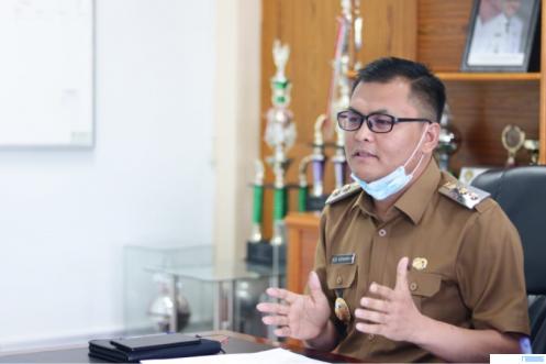Wakil Bupati Limapuluh Kota, Rizki Kurniawan Nakasri saat memimpin rapat yang membahas pengembangan pariwisata Limapuluh Kota yang salah satunya berbasis geopark, Senin (19/04/021). IST