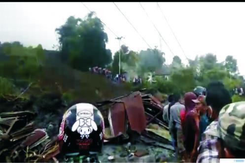Suasana longsor di Jorong Cubadak Nagari Aia Dingin Kecamatan Lembah Gumanti, Kabupaten Solok, Sumatera Barat, Minggu (19/04/2020) sekitar pukul 09.00 WIB. JON