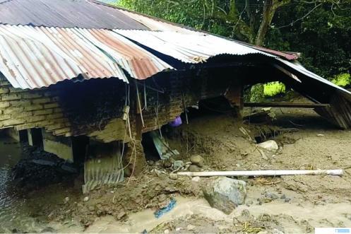 Longsor di Sumpur, 3 Unit Rumah dan 1 Surau Hancur
