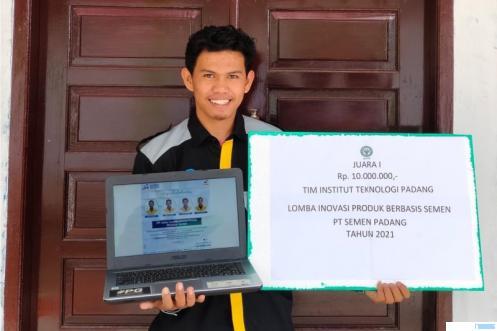 salah seorang mahasiswa ITP yang menjadi anggota dari tim mahasiswa ITP yang berhasil meraih Juara 1 Lomba Inovasi Produk Berbasis Semen Tingkat Nasional. DOK/ITP