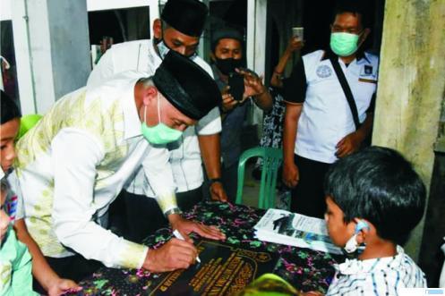 Walikota Padang H. Mahyeldi Ansharullah Dt.Marajo meresmikan Masjid  Muthmainnah di Simpang Tiga Belimbing Kecamatan Kuranji Padang, Rabu (09/09/2020).