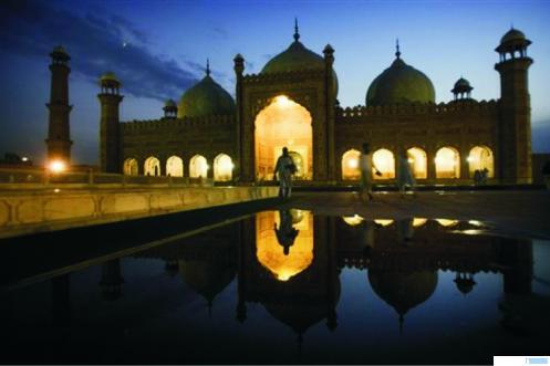 Ilustrasi masjid dan suasana Ramadhan.