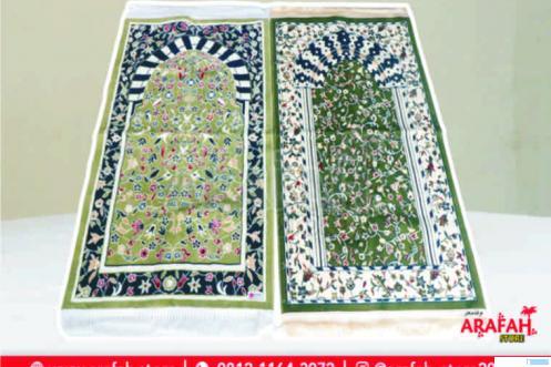 Sajadah Al Rawda dengan kesan dan disain sajadah Al Raudah, Masjid Nabawi, Madinah. Sajadah ini tersedia di Arafah Store, Padang.