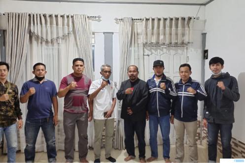 Para pengurus PSTI Kota Payakumbuh terpilih bersama dengan Wakil Ketua Umum KONI Kota Payakumbuh Jhon Rizal pada Muscab PSTI Kota Payakumbuh, Senin(16/08/2021).  IST