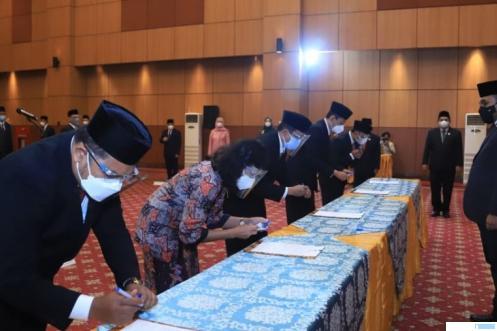 Menteri Agama Yaqut Cholil Qoumas melantik 16 pejabat tinggi pratama atau pejabat eselon II Kementerian Agama RI, Jumat (08/10/2021) di Jakarta. KEMENAG RI