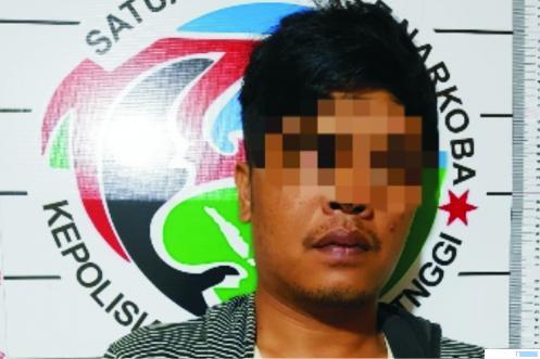 AR (30),warga Balai Batimah Payakumbuh yang ditangkap Polres Bukittinggi karena memiliki sabu-sabu, Jumat (15/01/2021) di Bukittinggi. TNS