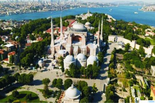 Masjid Hagia Sophia Turki, yang sempat menjadi museum sejak tahun 1930-an di masa pemerintahan Mustafa Kemal Ataturk, pendiri sekularisasi Turki modern pada 1930-an. Hagia Sophia awalnya dibangun pada abad ke-6 oleh kekaisaran Bizantium sebagai gereja dan pusat Konstatinopel. Namun tahun 1453 berubah menjadi masjid setelah penaklukan oleh Ottoman. NET