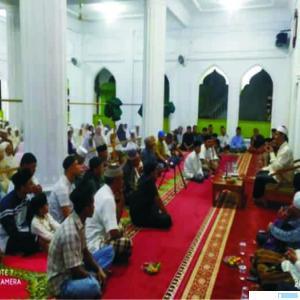 Suasana Tabligh Akbar memperingati Isra'Miraj di Masjid Raya Muaro Pingai, Kabupaten Solok yang dilaksanakan Pemuda Surau Muaro Pingai, Sabtu (07/03/2020). JON