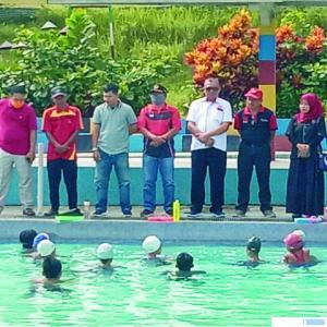 Pengprov PRSI Sumbar kunjungi atlet renang Dharmasraya latihan, Minggu (28/06/2020). DI