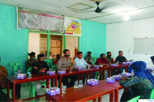 Suasana rapat pembentukan pengurus pasar Nagari Gunung Medan Kecamatan Sitiung.DI