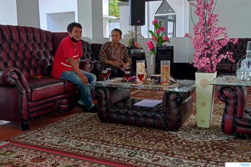 Deni Asra, S.Si Ketua Pengcab Perbasi Kabupaten Limapuluh Kota dan Sekretaris Taufik memimpin rapat kerja, Senin (31/05/2021) di Pendopo Kediaman Ketua DPRD Kabupaten Limapuluh Kota. ERZ