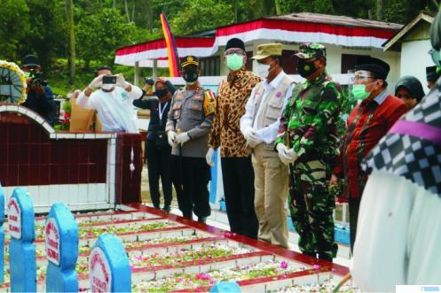 Tabur bunga saat peringatan peristiwa Situjuah Batu, Jumat (15/01/2021). Sejumlah pejuang gugur di Situjuah Batua saat mempertahankan kemerdekaan RI, 15 Januari 1949. IST