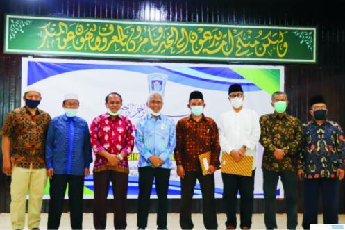 Pembina dan pengurus Yayasan Thawalib Kota Padang Panjang saat penetapan peraturan yayasan tersebut, Minggu (15/11/2020). JON