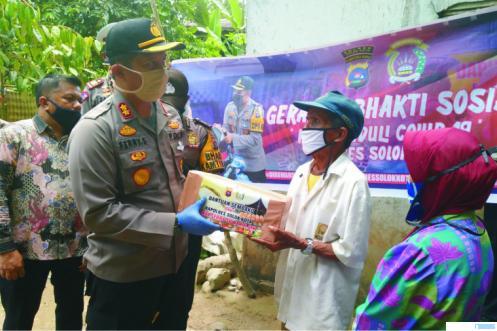 Bantuan sembako untuk garin dan pengasuh pesantren yang diserahkan Kapolres Solok Kota, Jumat (15/04/2020) JON.