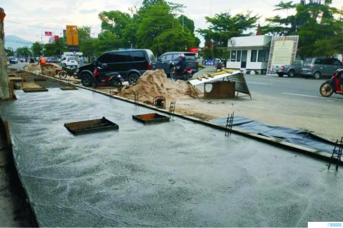 Proyek pendestrian di Jalan Sudirman Kota Payakumbuh yang masih dalam pengerjaan. Ditargetkan proyek ini tuntas November 2020. NITA