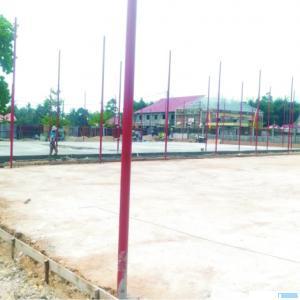 Proyek Sport Centre Out Door Padang Kaduduak, Kota Payakumbuh yang masih dalam pengerjaan, Minggu (30/08/2020). SYN