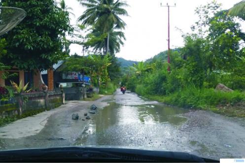 Jalan Andiang-Guntuang yang kondisinya rusak parah. NITA