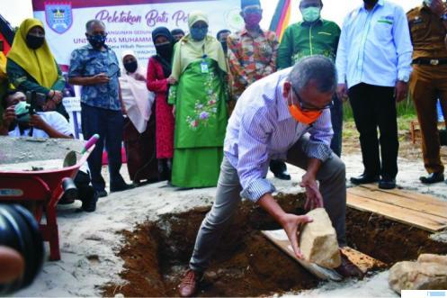 Peletakan batu pertama pembangunan Kampus IV UMSB di Payakumbuh oleh Walikota Payakumbuh, Riza Felepi, Senin (08/06/2020). IST