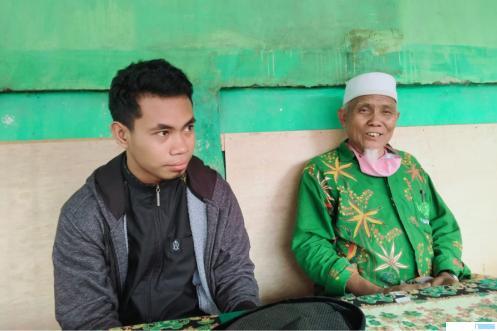 Pimpinan Ponpes Ma'arif Assa'adiyah KH. Sudirman Syair bersama dengan qori juara I  MTQ Internasional Syamsuri Firdaus. BUDI MULYA