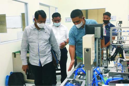 Rektor UNP Prof. Ganefri Ph.D saat kunjungan industri ke PT. Vortex Energy Batam di Kawasan Industri Tunas Bizpart Blok D No. 1, Batam Centre, Batam, Minggu (22/03/2021). IST