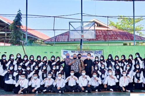 Para siswa peserta LDKS MAN 2 Padang setelah mengikuti materi tentang Jurnalistik dengan pemateri Yon Erizon Pemred Jernihnews.com, Selasa (15/06/2021) di Hall Serbaguna MAN 2 Padang. IST