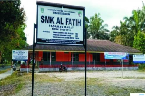 SMK Al Fatih Pasbar yang mulai menerima pendaftaran calon siswa baru dengan tiga gelombang secara online untuk tahun pelajaran 2021-2022. RIZAL