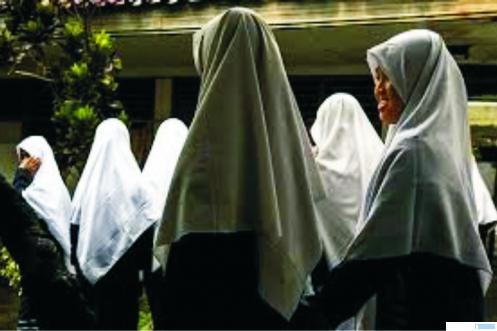 Siswi salah satu sekolah yang memakai jilbab. NET