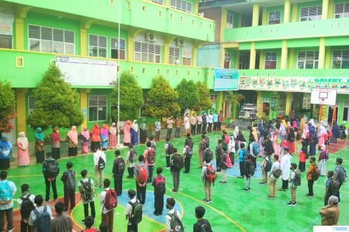 Suasana pembukaan sosialisasi siswa baru SMP Islam Raudhatul Jannah Kota Payakumbuh, Senin (13/07/2020). ERZ