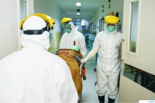 Pasien corona. Sebanyak 100 orang dokter di tanah air meninggal dunia akibat positif terinfeksi virus corona. NET