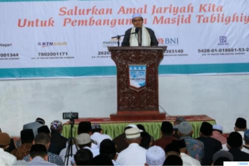 H. Irwandi Nashir, Dosen IAIN Bukittinggi, saat menyampaikan khutbah 'Idul Fitri 1442 H dihadapan ribuan jamaah masjid Tablighiyah Garegeh Kota Bukittinggi, Kamis (13/5/2021). Idul Fitri tahun ini adalah awal penggunaan masjid Tablighiyah yang baru. IST